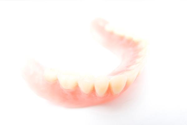 お口にぴったり合う入れ歯作りを目指します
